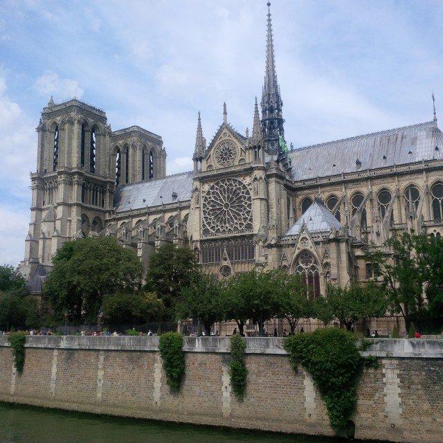 notre dame paříž francie